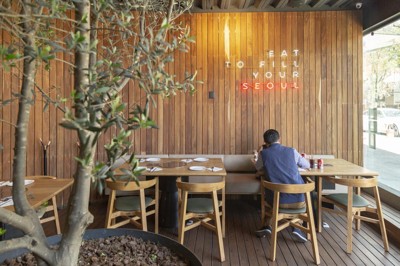 Reducen el horario de los restaurantes por covid-19 en CDMX