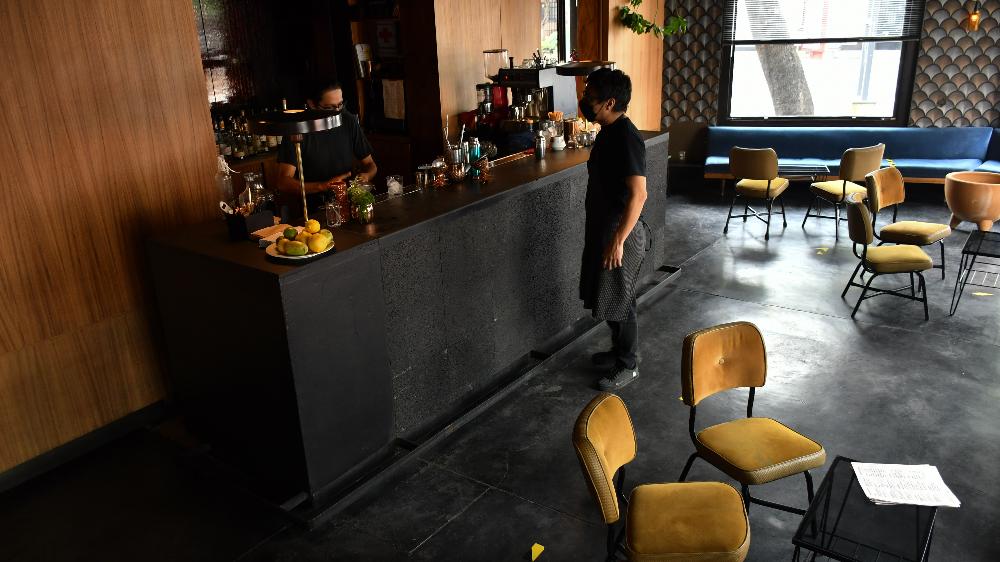 ¿Hay riesgo de covid-19 en restaurantes sin espacio abierto?