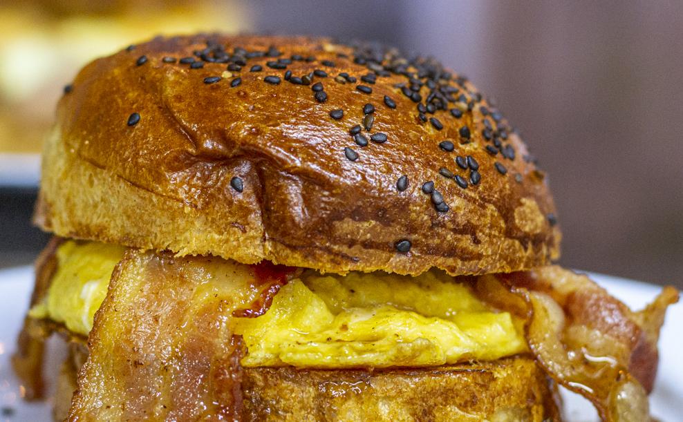 Clara y Ema: golosos sándwiches de huevito que necesita tu día