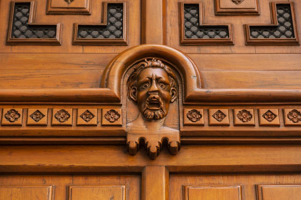 El manicomio femenil de Donceles: extrañas caras en sus puertas