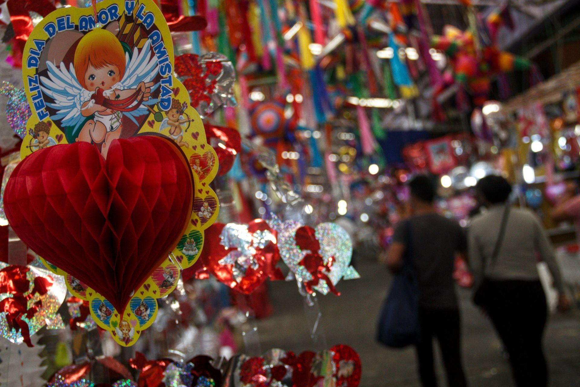 Mercado Jamaica se prepara para el Día del Amor (fotos)