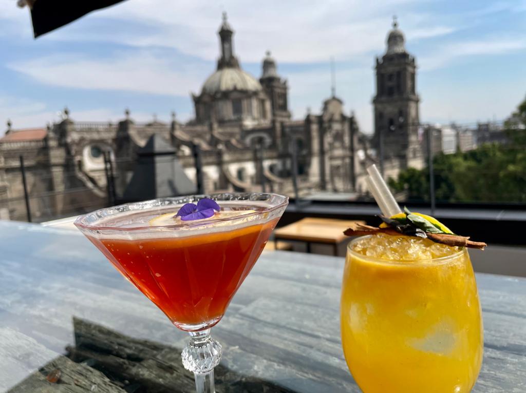 15 bares al aire libre en CDMX que debes visitar 🍹