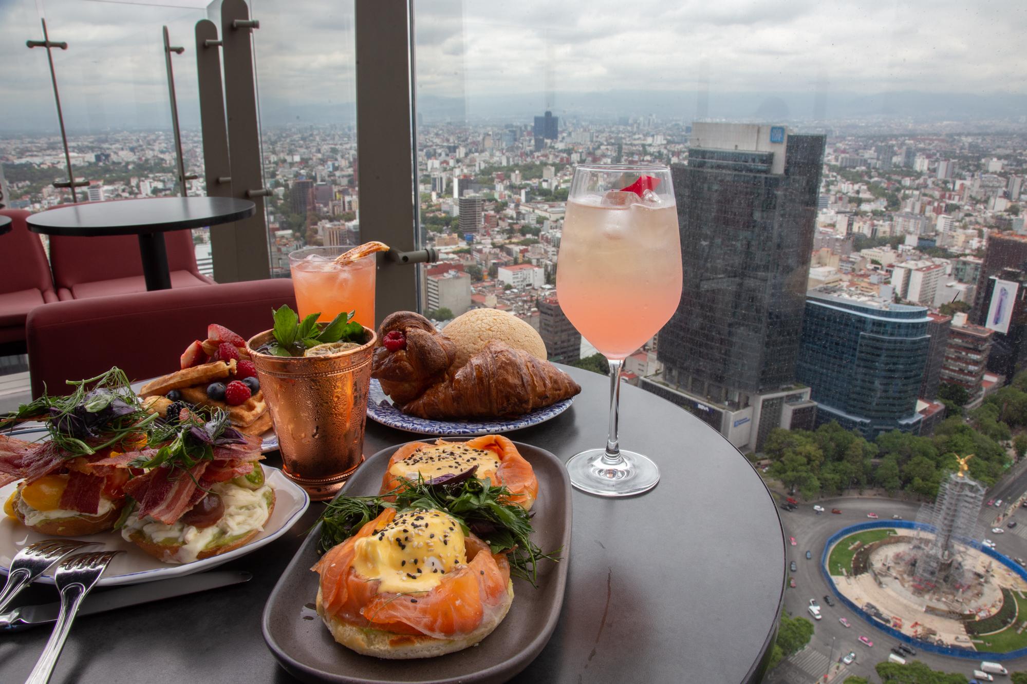 Lánzate a desayunar con la mejor vista de la ciudad (al aire libre) 🍳✨